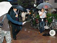 京都総評青年部の阪急西院駅前街宣