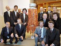沖縄に銅板千羽鶴