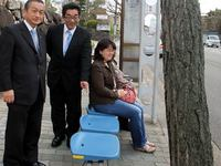 京都市バス停にベンチ