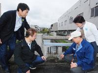 日本共産党石村候補ら橋を調査