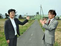 自衛隊経ヶ岬分屯基地を調査する井上議員と倉林候補
