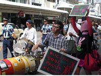 「無いとこから金とるな」デモ