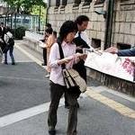 市立看護短大廃止可決に抗議 卒業生ら宣伝