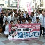 看護師さん増やして 京都医労連が署名・宣伝