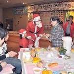 被爆者を励ますクリスマスパーティー開催