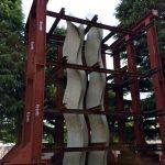 京都市美術館・野外彫刻 「横倒し」いったん撤回し、保存方法を協議へ