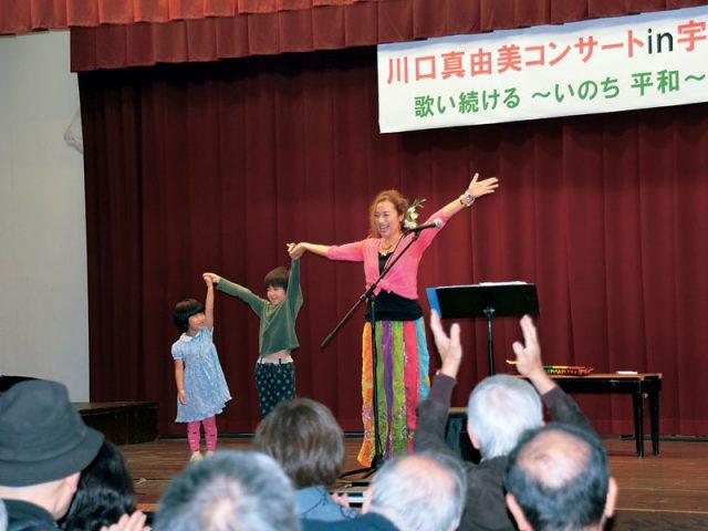 励まし繋げる歌の力 川口真由美さん、宇治市で受賞記念コンサート/アジア国際映画祭で新人女優賞受賞