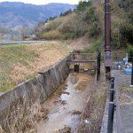 南山城村メガソーラー協定書、農薬使用の余地残す 村と業者が締結/開発予定地近くに非常用取水口、説明会では「使用せず」明言
