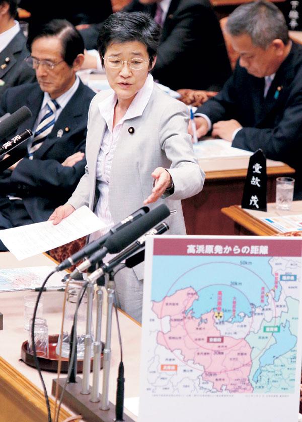 参院予算委員会で質問する倉林議員