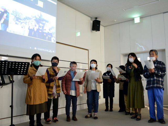 「ふりそでの少女像」建立25周年で集い 世界へ平和の輪広げよう/綾部市  長崎原爆資料館とオンラインで結び開催